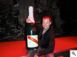 Nick with a Salmanazar-sized G.H. Mumm Cordon Rouge bottle